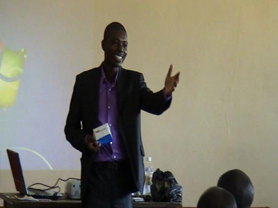 Dr AMANI en pleine présentation de ANION ou WINCARE