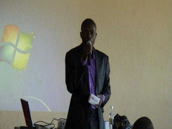 Dr AMANI présentant ANION ou WINCARE
